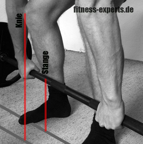 Kreuzheben Knie vor Stange